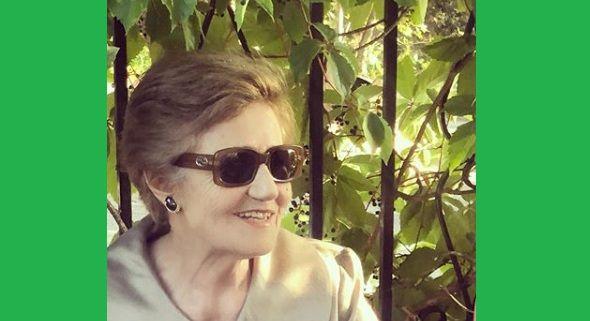 H υπέροχη κυρία της φωτογραφίας είναι μαμά πασίγνωστης Ελληνίδας παρουσιάστριας