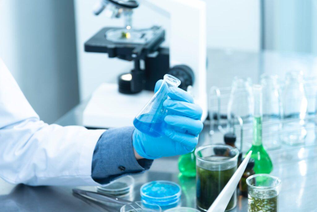 Εμβόλιο Pfizer: Με κομμένη την ανάσα η ανθρωπότητα – Πότε φτάνει στην Ευρώπη η «ένεση ελπίδας»