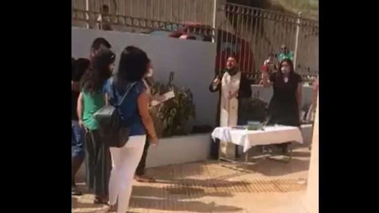 """Συνελήφθη ο ιερέας μετά τον """"πύρινο"""" λόγο κατά της μάσκας"""