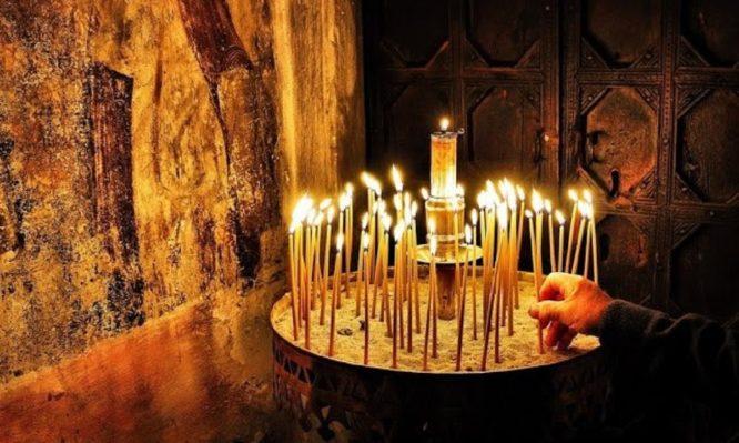 Γιατί τα κεριά στην Εκκλησία δεν πρέπει να σβήνονται νωρίς