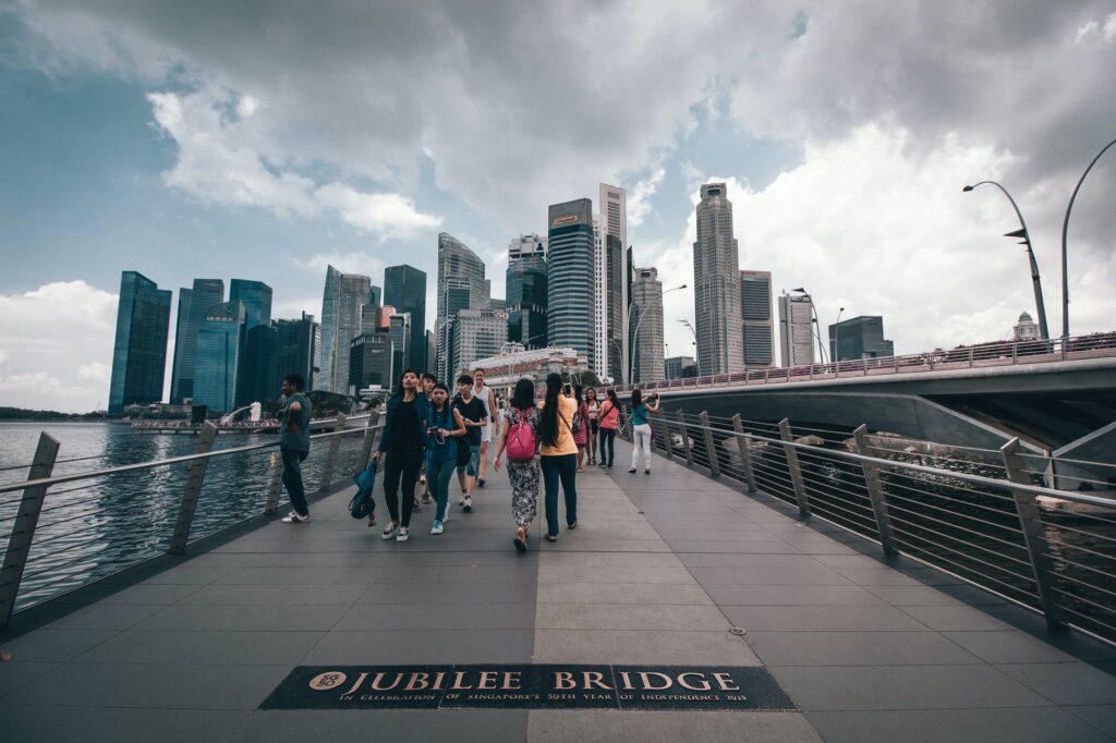 Γιατί η Σιγκαπούρη έχει τη χαμηλότερη στον κόσμο αναλογία θανάτων από Covid-19 -27 νεκροί σε 8 μήνες