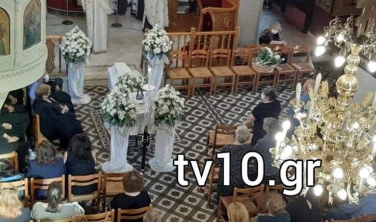 """Καρδίτσα: Ράγισαν καρδιές στην κηδεία της φαρμακοποιού που έχασε τη ζωή της από τον """"Ιανό"""" (εικόνες-βίντεο)]"""