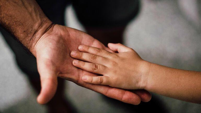 Κύμα συμπαράστασης για τον 10χρονο που ξυλοκοπήθηκε από τον πατέρα του