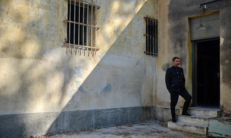 """Βασίλης Μπισμπίκης: Με κάποιο τρόπο ο διευθυντής των φυλακών στις """"Άγριες Μέλισσες""""  είναι συγγενής ψυχικά με τον Δούκα"""