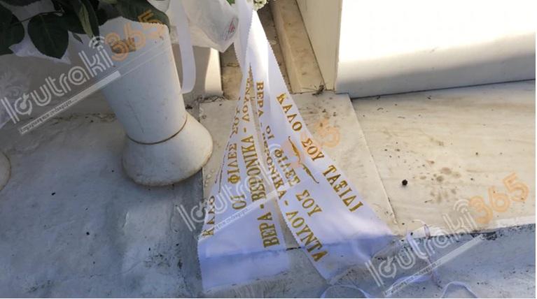 Έγκλημα στο Λουτράκι: Θλίψη στην κηδεία της 43χρονης – Τραγική φιγούρα η 20χρονη κόρη της