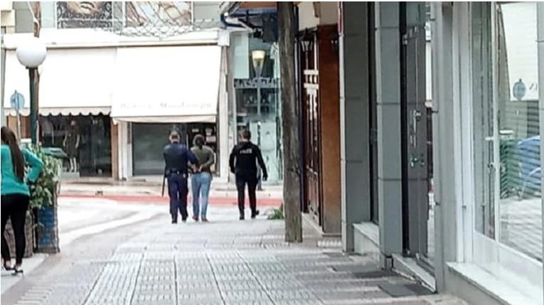 Σοκ στο Αγρίνιο: Άντρας τραυμάτισε με μαχαίρι δύο γυναίκες – Υπήρχε κι άλλη που κατάφερε να του ξεφύγει