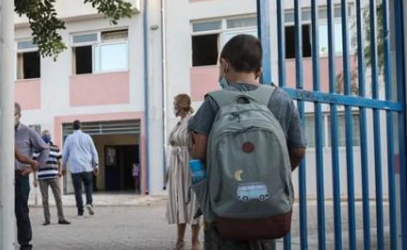 Σάλος στο Αγρίνιο: Αυνανιζόταν μέσα σε σχολείο φορώντας… γυναικεία εσώρουχα!