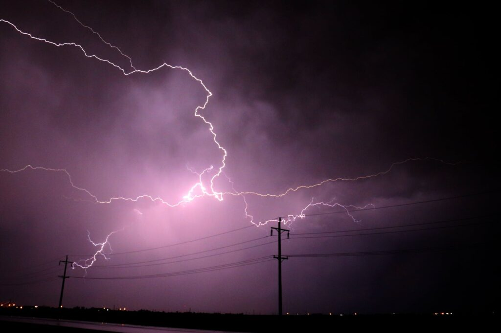«Αγριεύει» ο καιρός: Ισχυρές καταιγίδες και δυνατοί άνεμοι – Που θα χτυπήσει η κακοκαιρία