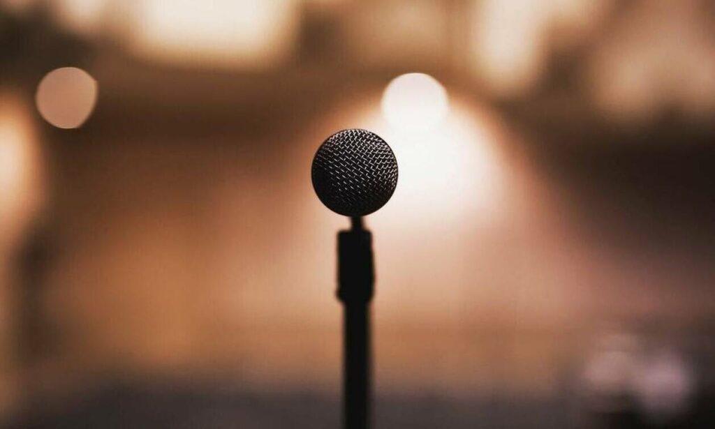 Αγωνία για γνωστό τραγουδιστή – Τον πυροβόλησαν
