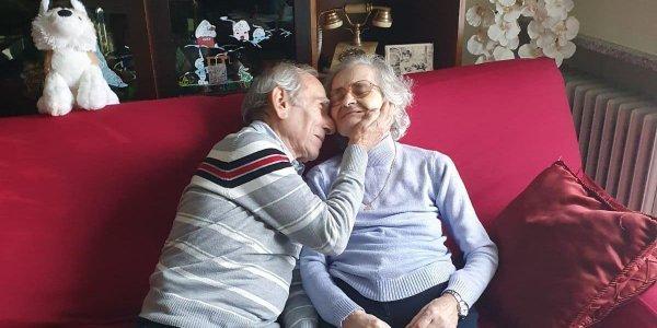 Ιταλία: Πέθανε η Κάρλα στην οποία ο σύζυγός της έκανε καντάδα έξω από το νοσοκομείο