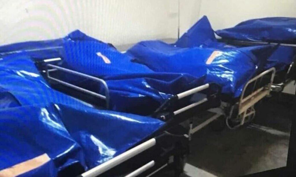 Κορονοϊός – Εικόνες τρόμου: Βάζουν νεκρούς σε σακούλες εκτός ψυκτικών θαλάμων