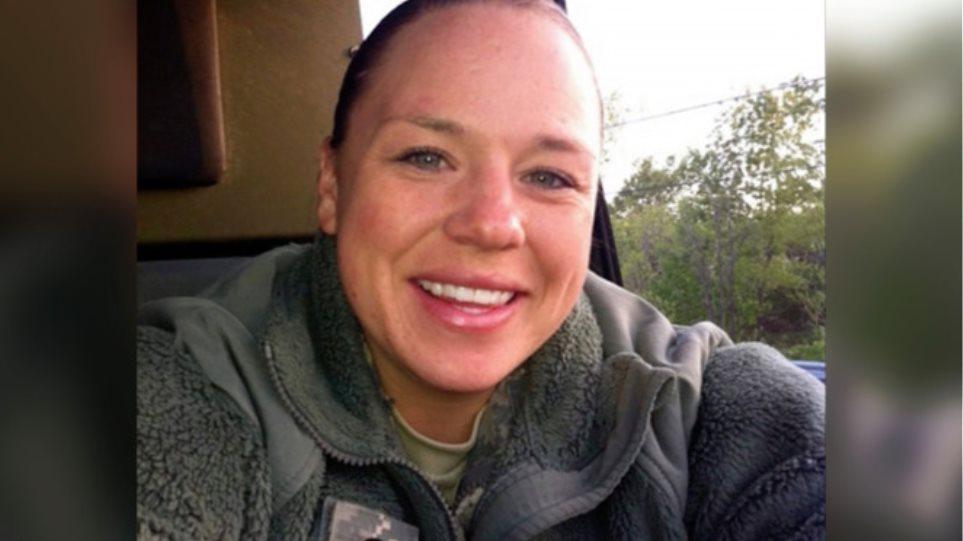 Αμερικανίδα στρατιώτης αυτοκτόνησε μετά από ομαδικό βιασμό, λέει η μητέρα της – «Πήραν την ψυχή της»