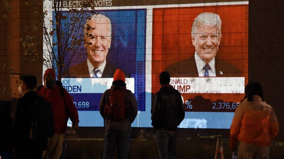 Αμερικανικές εκλογές: Λεπτό προς λεπτό η αναμέτρηση – Κλείνει το προβάδισμα Μπάιντεν στους εκλέκτορες, στον Τραμπ η Φλόριντα