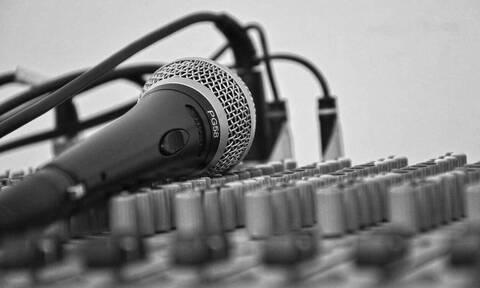 Κορονοϊός: Γνωστός τραγουδιστής στην εντατική – Δίνει μάχη για να κρατηθεί στη ζωή