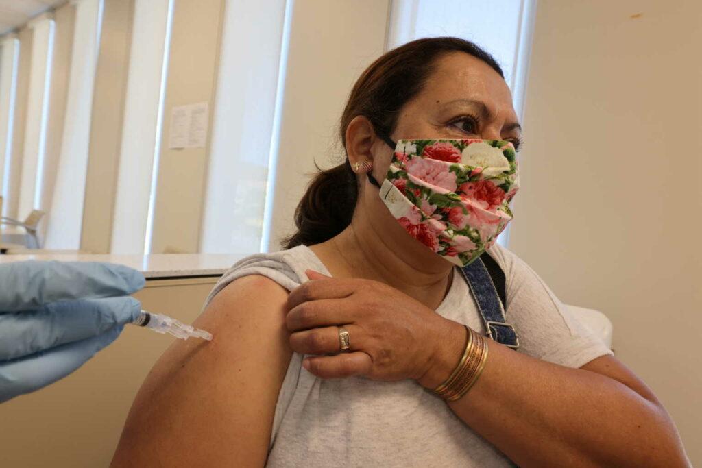 Οι νέοι ήρωες της ανθρωπότητας, οι εθελοντές περιγράφουν τις παρενέργειες από το εμβόλιο της Pfizer