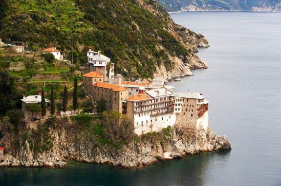 Μετάλλαξη «Δέλτα»: Διασωληνώθηκε 49χρονος μοναχός από το Άγιο Όρος – Ήταν ανεμβολίαστος