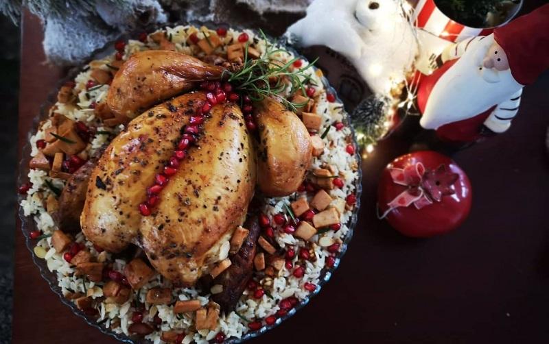 Χριστουγεννιάτικο Κοτόπουλο από τα Αγροκτήματα Κρήτης με γιορτινό ρύζι από την Εύα Παρακεντάκη