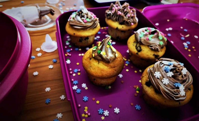 Cup cakes με γεύση μελομακάρονο και σοκολάτα από την Εύα Παρακεντάκη