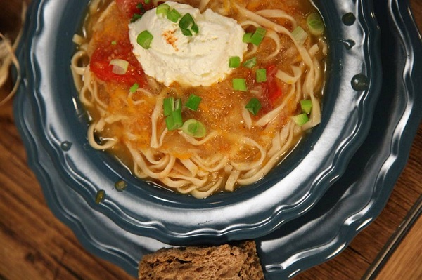Καροτόσουπα με ginger και μυζήθρα από την Εύα Παρακεντάκη