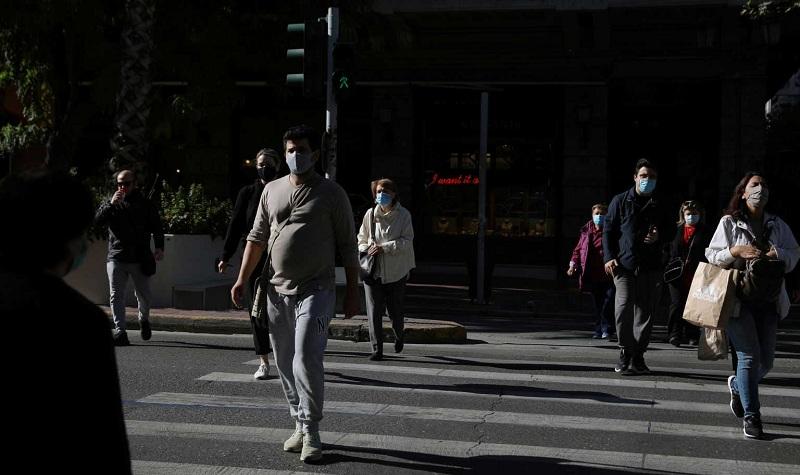 """Κορονοϊός: Στο κόκκινο το κέντρο της Αθήνας – Οι οκτώ περιοχές που """"βράζουν"""" με πάνω από 500 κρούσματα σε μόλις 4 μέρες"""