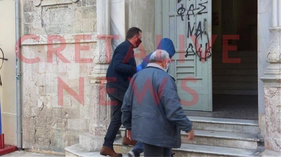 Οικογενειακή τραγωδία στην Κρήτη: «Δεν κουβαλούσα κανένα μαχαίρι», λέει ο πατέρας του 26χρονου