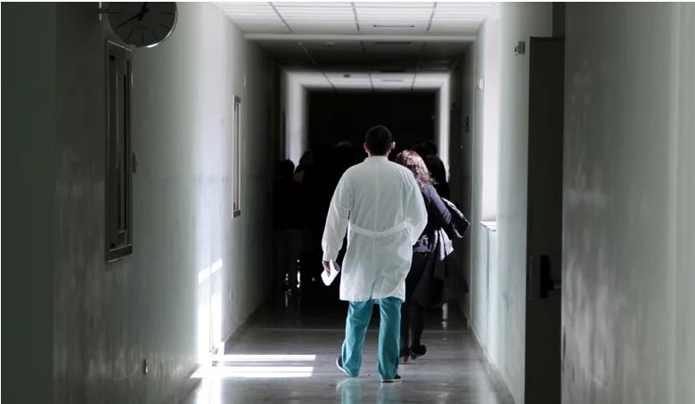 Η εξομολόγηση Έλληνα ηθοποιού: Νόσησα από covid.  Πήρα το ασθενοφόρο και πήγα εγκαίρως στο νοσοκομείο.