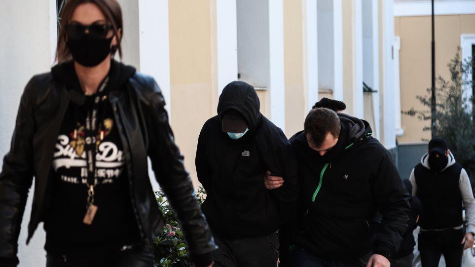 Ξυλοδαρμός σταθμάρχη στο μετρό: Για δύο μέρες κρύβονταν σε φιλικό σπίτι οι δύο μαθητές