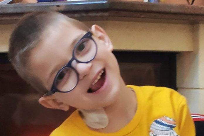 Ήρθε η ώρα της ελπίδας για τον μικρό Βαγγέλη – Έφθασε στην Ελβετία για το κρίσιμο χειρουργείο