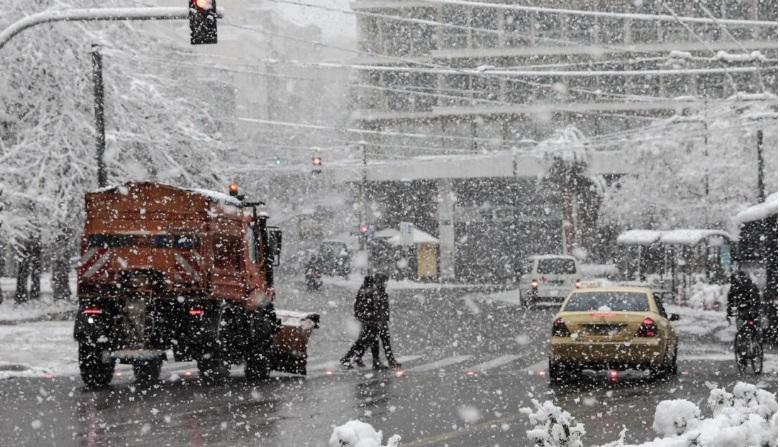 Κακοκαιρία «Μήδεια»: Πότε θα σταματήσει να χιονίζει