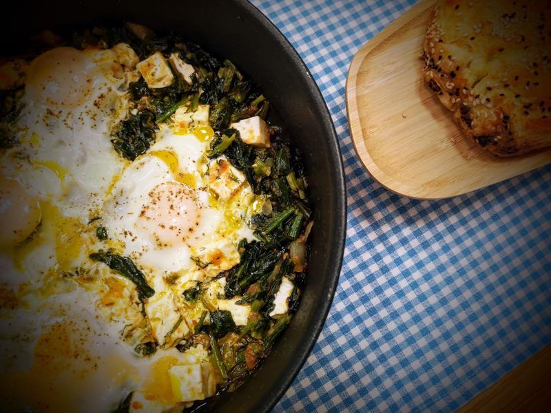 Αυγά με σπανάκι και φέτα στο τηγάνι από την Εύα Παρακεντάκη!