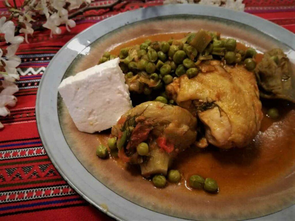 Κοτόπουλο με αρακά και αγκινάρες από την Εύα Παρακεντάκη!