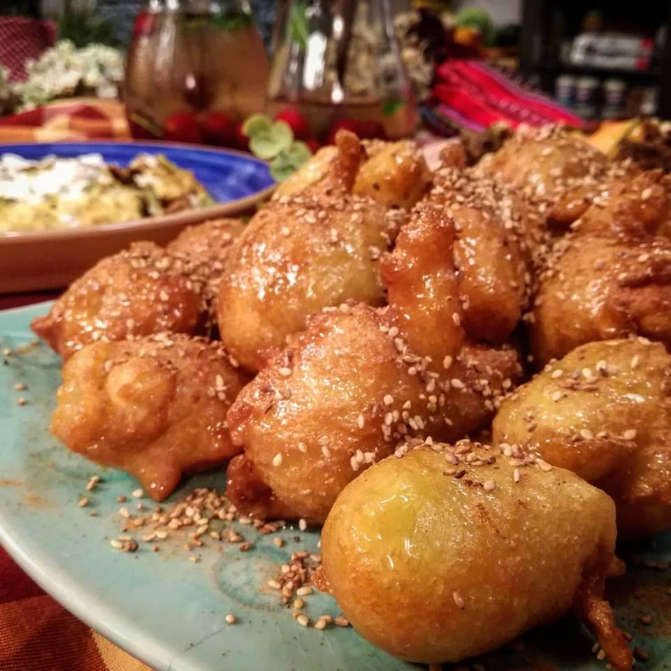 Κρητικοί Λουκουμάδες σιροπιασμένοι με μέλι από την Εύα Παρακεντάκη!