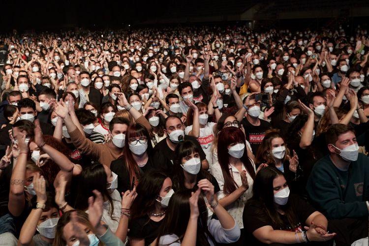 Το πείραμα της Ισπανίας: 5.000 άτομα σε ροκ συναυλία στη Βαρκελώνη – Τα μέτρα και οι προϋποθέσεις (Photos)