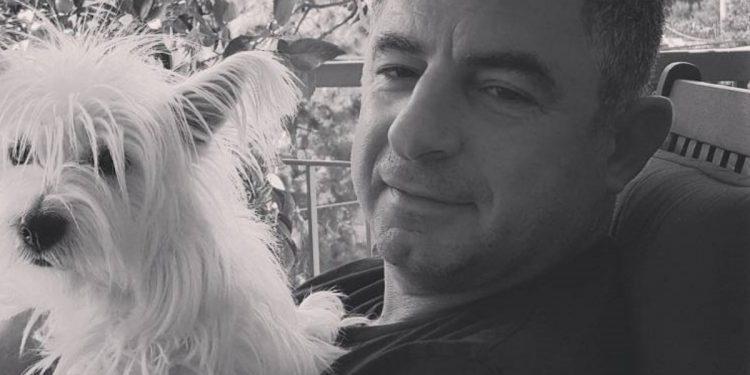 Γιώργος Καραϊβάζ: Επιμνημόσυνη δέηση στο σημείο που δολοφονήθηκε ο δημοσιογράφος