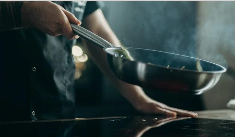 Στο νοσοκομείο γνωστός σεφ μετά από φωτιά στο μαγαζί του