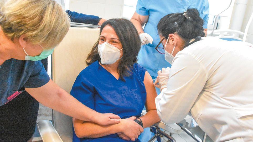 Κορωνοϊός: 12 ερωτήσεις και απαντήσεις για εμβόλια και μεταλλάξεις