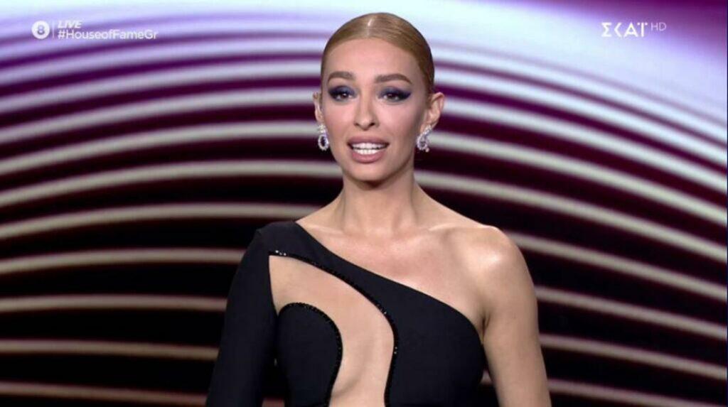 Η Ελένη Φουρέιρα δεν είναι καλή σαν παρουσιάστρια. Ευτυχώς υπάρχει ο Φοίβος