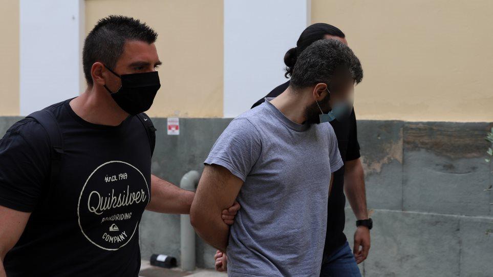 Καλύβια – Η απολογία του δολοφόνου: Η σφαγή του πατέρα του, τα «μάγια» και η φυγή στην Αλβανία