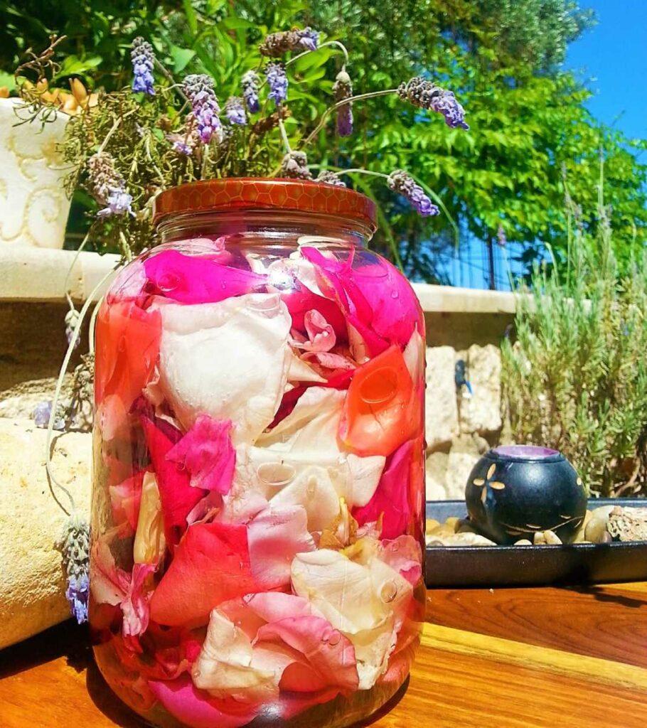 Λικέρ Τριαντάφυλλο, το ποτό της Νεράιδας από την Εύα Παρακεντάκη