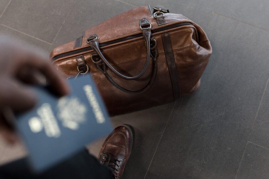 Τουρισμός: Πότε θα πάρουμε το Πράσινο Διαβατήριο – Πέντε ελληνικά νησιά στην «πράσινη λίστα» της Βρετανίας