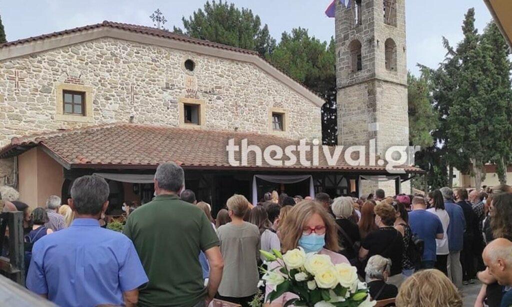 Θεσσαλονίκη: Σπαραγμός στην κηδεία της 14χρονης-Ράγισε καρδιές ο ιερέας πατέρας της με αυτό που ζήτησε όταν έφτασε η σορός του παιδιού