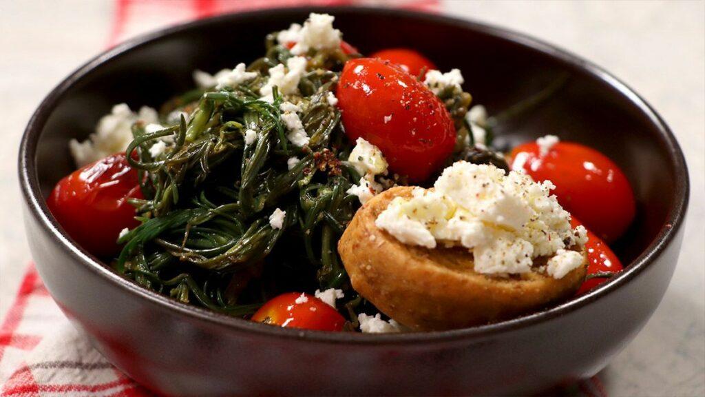 Αλμύρα με ντοματίνια στο τηγάνι: Μια αλλιωτικη καλοκαιρινή σαλάτα
