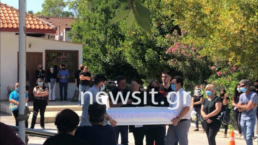 Θεσσαλονίκη: Σπαρακτικά δάκρυα στην κηδεία του μικρού Γιώργου που έπεσε σε βόθρο και σκοτώθηκε