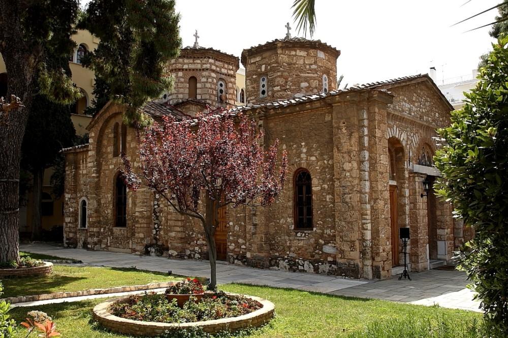 Μονή Πετράκη: Επίθεση με βιτριόλι εναντίον έξι αρχιερέων από ιερέα
