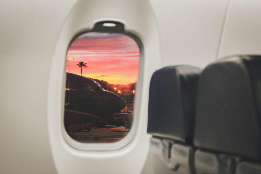 Τα μυστικά των πάμπλουτων στον αέρα: Αποκαλύψεις μιας αεροσυνοδού που τα «είδε όλα»