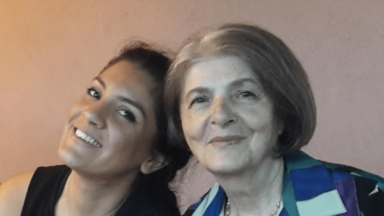 «Μάθημα ζωής»: 76χρονη πήρε απολυτήριο Λυκείου με 19,8!