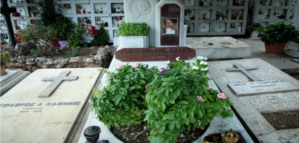 Το γράμμα στον τάφο της Αλίκης που θα έκανε και την ίδια να δακρύσει από τον παράδεισο (pic)