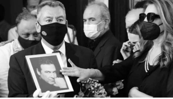 Αντζελα Γκερέκου: Ραγίζει καρδιές η ανάρτησή της λίγο μετά την κηδεία του Τόλη Βοσκόπουλου – Το εμβληματικό τραγούδι