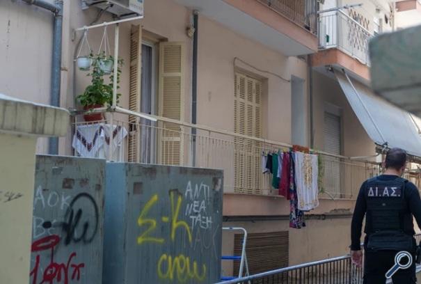 Δολοφονία της 55χρονης Ελένης στη Θεσσαλονίκη: Εικόνες από το αιματοβαμμένο διαμέρισμα – Δίωξη για έξι αδικήματα
