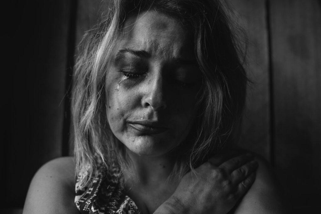Συγκλονίζει θύμα ενδοοικογενειακής βίας: «Πήγε να μου βγάλει τα δόντια με τανάλια»